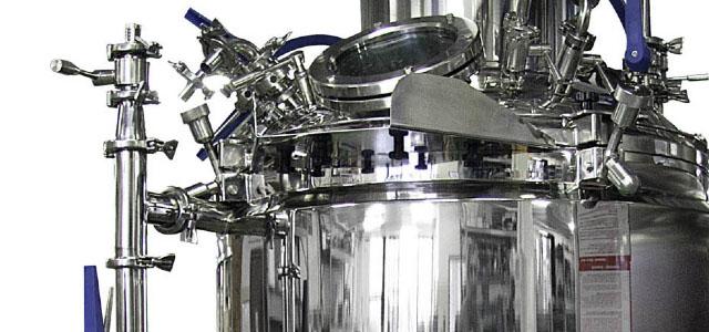 Etiketovací, balící, plnící a zavírací stroje